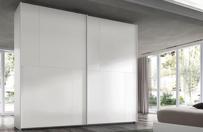 Consigue un vestidor low cost - Armario blanco puertas correderas ...