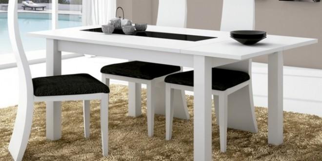 Decorar comedores en blanco y negro for Adornos mesa comedor cristal