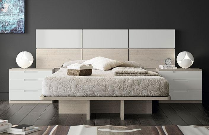 si apoyas en ella muebles en blanco y madera el resultado puede ser como puedes ver en el siguiente dormitorio de matrimonio